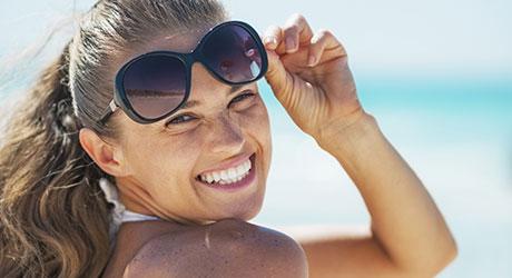 dame med solbriller